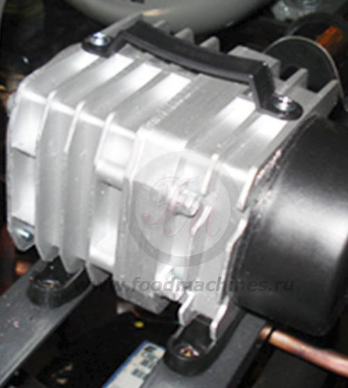 Воздушная помпа фризера для мороженого, служит для нагнетания воздуха в смесь.